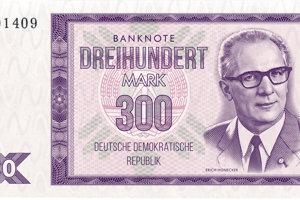 Marky s lídrom DDR Erichom Honeckerom.