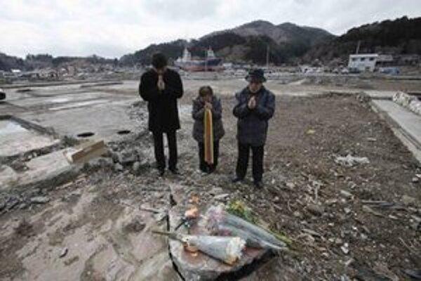 Spomienka na obete ničivého zemetrasenia spred roka.