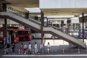 Priestory autobusovej stanice v júni 2017. Stanica sa pre verejnosť uzavrie 1. októbra 2017.