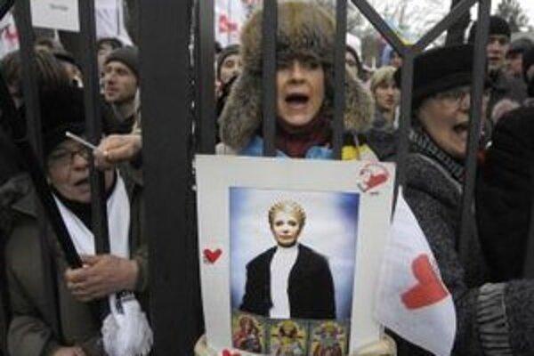 Stúpenci bývalej ukrajinskej premiérky  Julie Tymošenkovej.