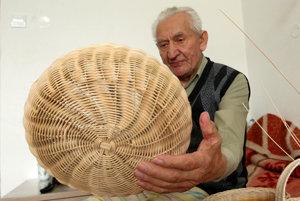 Jozef (91) sa v košikárstve našiel.