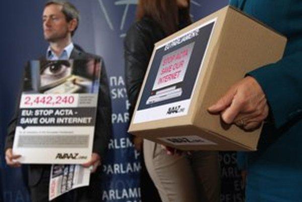 Jedna z iniciatív je za slobodu internetu. Proti dohode ACTA poslali inú petíciu Európskemu parlamentu.