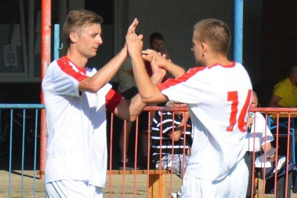 Tomáš Dvorský (vľavo) prispel dvoma gólmi k štvrtému víťazstvu Paty, ktorá poskočila na tretie miesto.