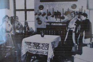 Figuríny vystavené v stálej expozícii múzea v roku 1913.