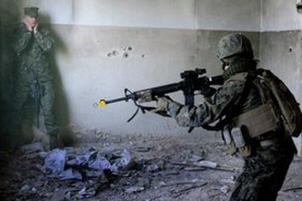 Gruzínsky vojak počas spoločného cvičenia s americkou armádou.
