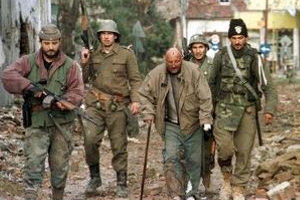 Na snímke z 18.novembra 1991 vojaci juhoslovanskej armády.
