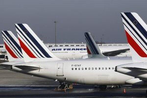 Lietadlá na parížskom letisku Charlesa de Gaullea.