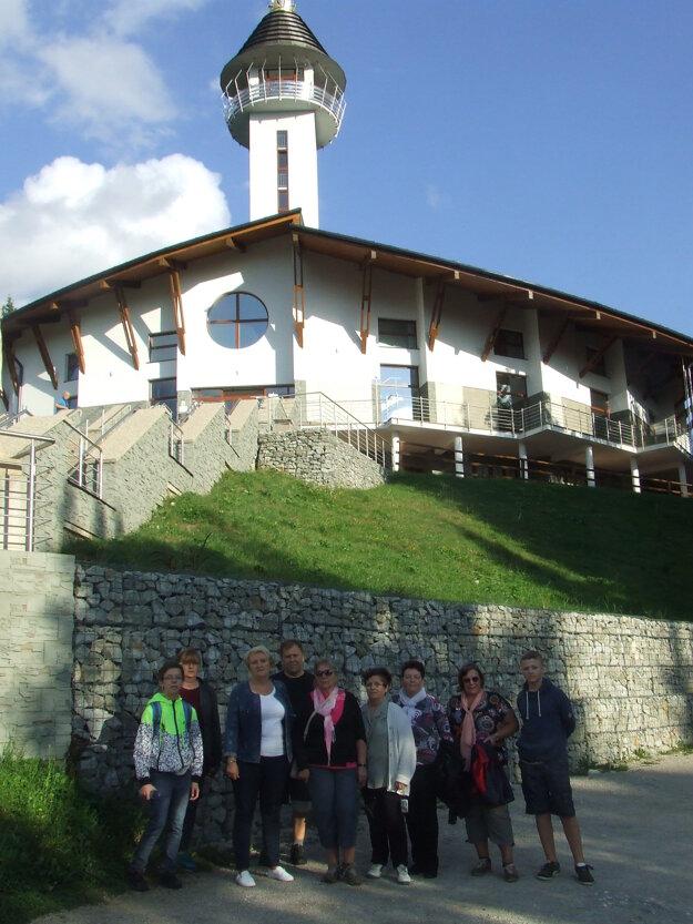 Navštívili aj pútnické miesto na hore Živčák.
