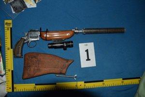 Milan skrýval nebezpečnú zbraň a doplnky v karavane a garáži.