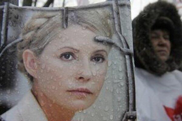 S Tymošenkovej väzbou nesúhlasí množstvo ľudí.