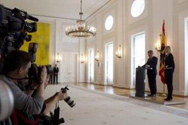 Christian Wulff odstúpil z postu prezidenta pre podozrenia z poskytovania výhod od spriatelených podnikateľov.