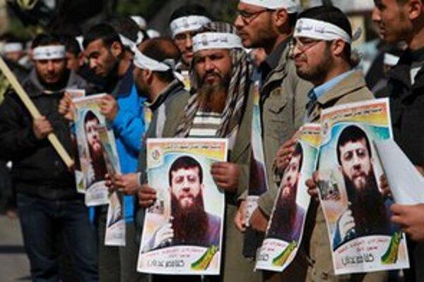 Palestínska demonštrácia za prepustenie Chádira Adnána.