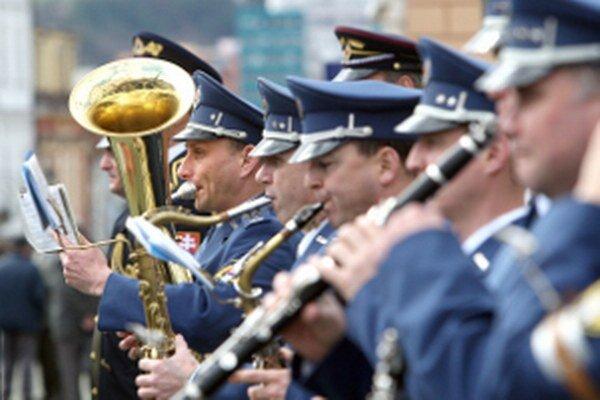 Vojenská hudba zahrá v Bojniciach počas osláv výročia konca vojny.