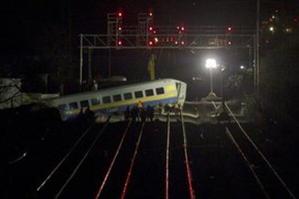 Mimo trate skončili dva vozne.