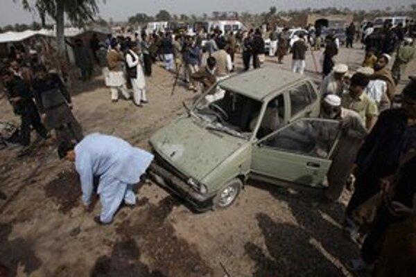 K útoku sa nikto neprihlásil, úrady podozrievajú Taliban.