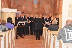 Mužský spevácky zbor S. Daxnera zTisovca.