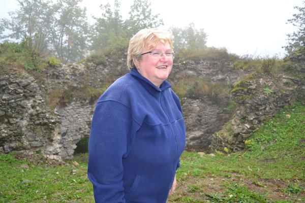 Archeologička Ivana Strakošová. Na Jasenovskom hrade pri zisťovacom výskume našla taviace tégliky.