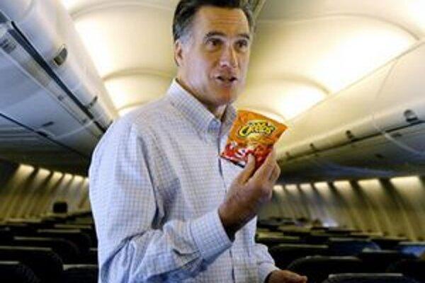 Mitt Romney počas cesty v lietadle.