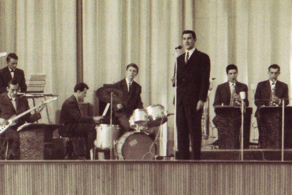 Kapela Resonet v časoch najväčšej slávy s Pavlom Talabom za bicími nástrojmi.