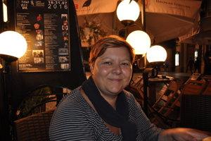 Naďa Kapráľová, pracovala s eurofondami, dnes žije na vidieku, kde sa venuje turizmu a vínu.
