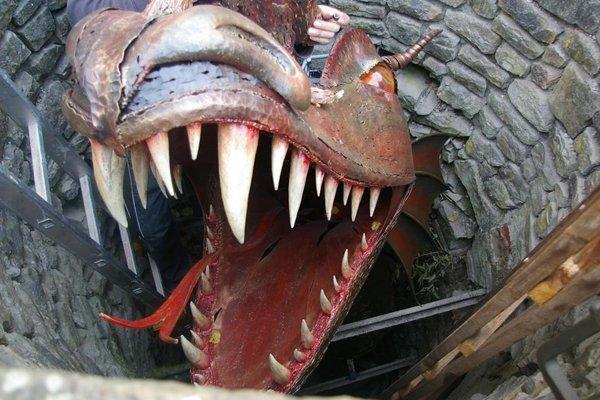 Legandŕny drak zo studne v bytčianskom parku je dnes z kovu.