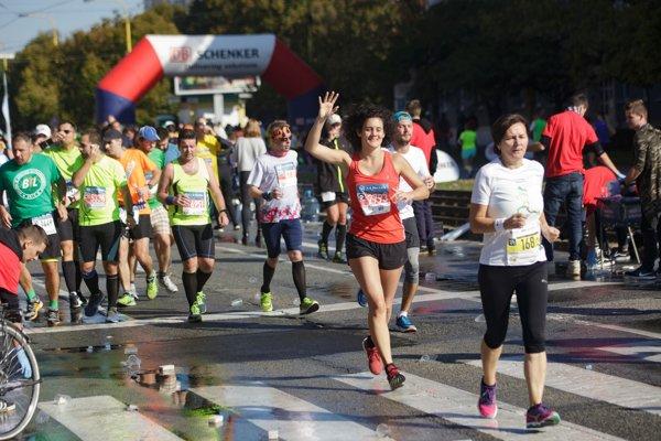 Barbora Lendacká. Zabehla si svoj prvý košický polmaratón (v červenom tričku).