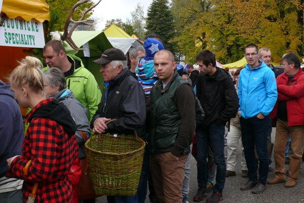 Mošovský jarmok 2017, návštevníkov tradične lákal stánok s poľovníckymi špecialitami.