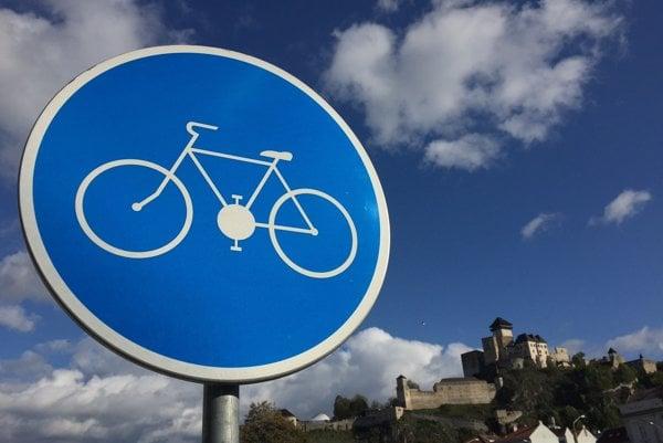 Názov cyklotrasy popri Váhu navrhnú obyvatelia Trenčianskeho kraja