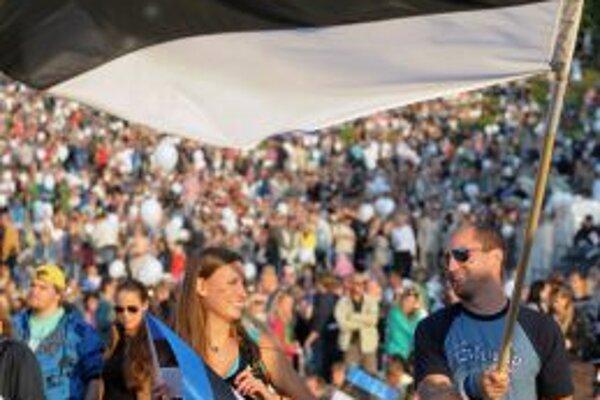 Desaťtisíce Estóncov oslavovali nezávislosť  v Talline aj na  vystúpení írskej speváčky Sineed O` Connor.