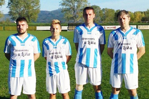 Futbalisti Zbehov porazili Krušovce 4:1. Na snímke sú všetci autori domácich gólov.