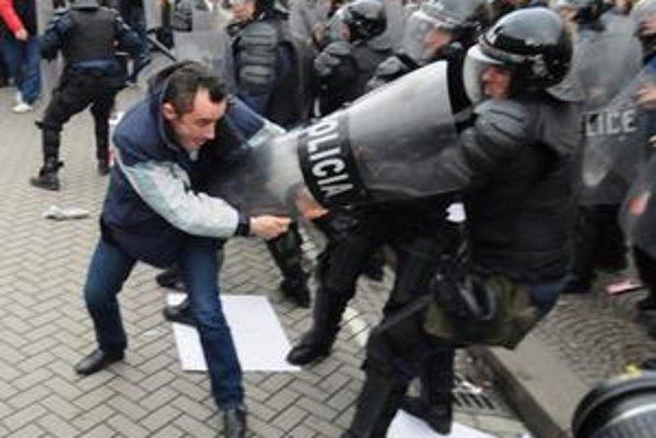 Protesty v Tirane.