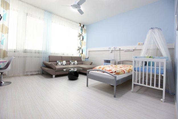 Moderné a štýlové izby ako v hoteli. Nemocnica je pre pacientov zariadená komfortne, tak ako aj izby na Gynekologicko-pôrodníckej klinike.