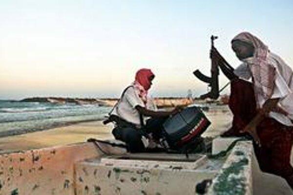 Somálski piráti neďaleko prístavu Harardhere.