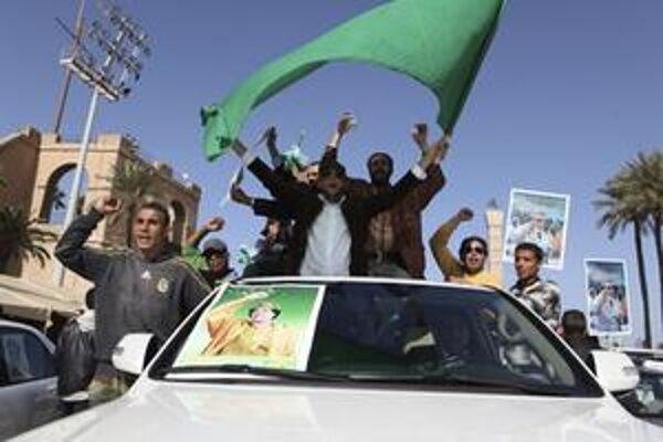 Do ulíc sa vybrali aj prívrženci prezidenta Kaddáfího.