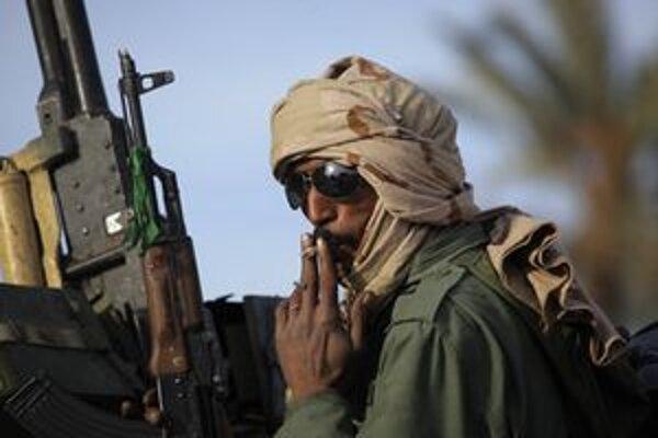Kaddáfího žoldnier pri meste Záwíja.