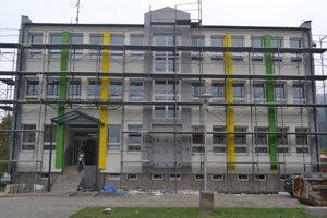 Po rekonštrukcii budovy mestského úradu sa mestu výrazne znížia náklady na energie.