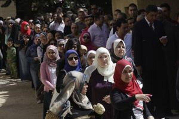 V niektorých egyptských provinciách bola podľa agentúry AP účasť až 70 percent.
