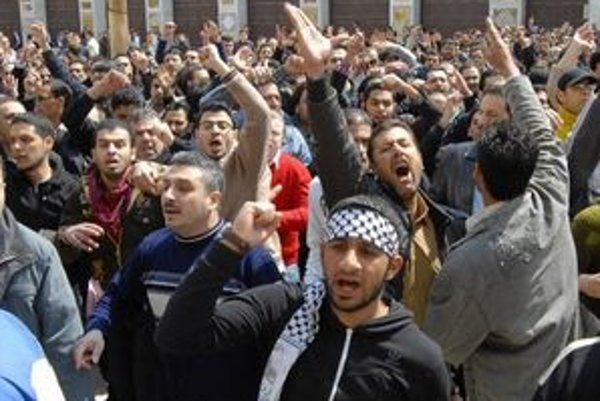 Demonštranti v Sýrii.