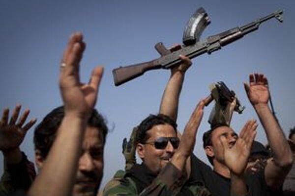 Líbyjskí povstalci.