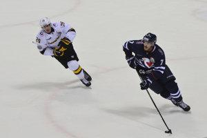 Vedenie KHL zrušilo Simonovi Desprésovi (vpravo) trest.