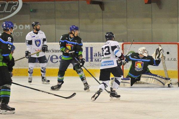 V zápase proti Sabinovu potiahla mužstvo prvá formácia vedená kapitánom Tomášom Pokrivčákom.