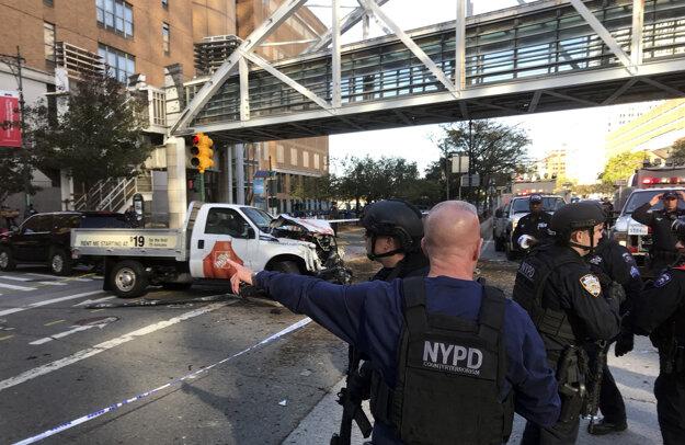 Na mieste zasahovalo viacero policajtov.