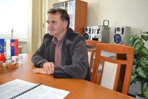 Jozef Harakaľ. Stretáva sa so zapaľovaním kontajnerov i nelegálnym vývozom.