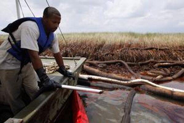 Ropa z Mexického zálivu sa dostala aj na pobrežie amerických štátov. Medzi najviac postihnuté patrí Louisiana.