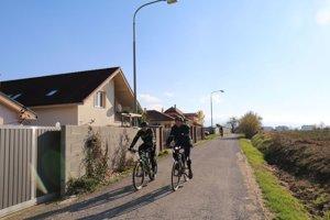Slnečný deň využili cyklisti. V okolí je mnoho pekných trás.