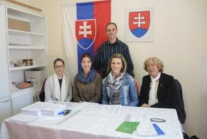 Členovia volebnej komisie v obci Dolná Poruba pri Trenčíne.