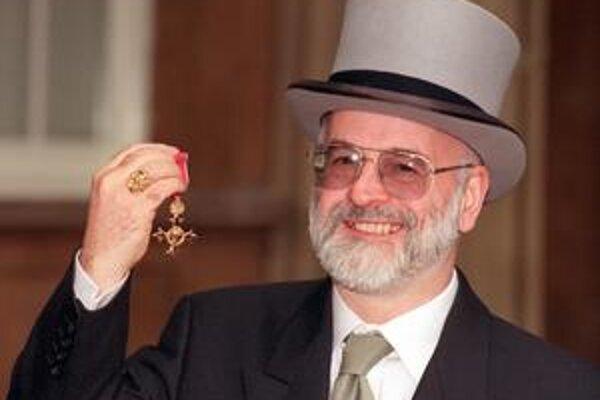 Sirovi Terrymu Pratchettovi udelila kráľovná minulý rok rytiersky titul. Pratchett vie, že má Alzheimera, od roku 2007.