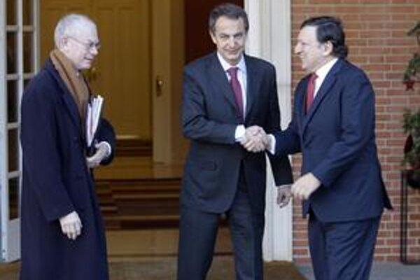 Lídri Európskej únie si musia na Obamu počkať. Zľava Herman Van Rompuy, José Luis Zapatero a José Manuel Barroso.