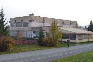 Na Mukačevskej. Pozemok je zamenený, môže sa začať s opravou budovy.