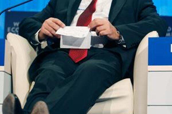 Šéf menového fondu, ekonóm a politik Dominique  Strauss-Kahn sa pripomína. Francúzom by sa páčil ako prezident.